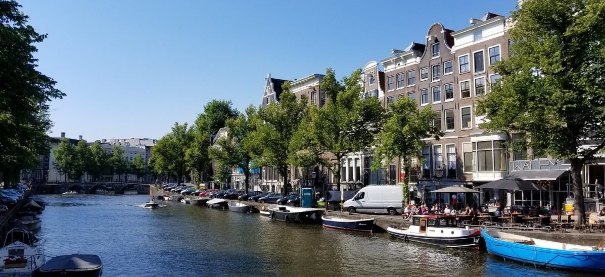 Jak zmieniła się funkcja  domów nad kanałem w Amsterdamie